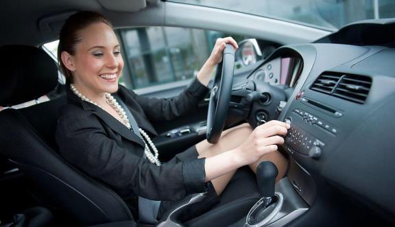 Слушаем музыку за рулем автомобиля