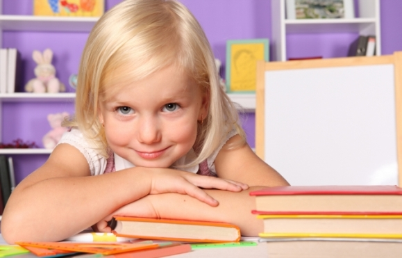 Девочка и книги