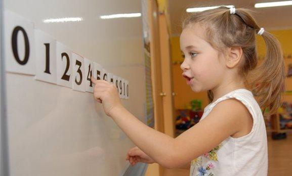 Девочка отлично знает цифры