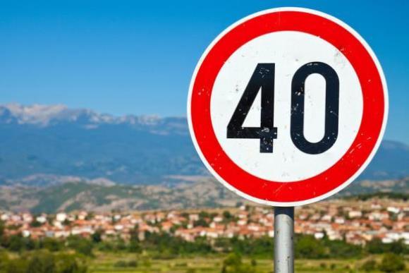 Дорожный знак ограничения скорости 40 км в час