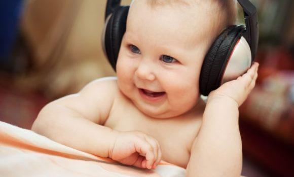 Малыш с детства приучается к хорошей музыке