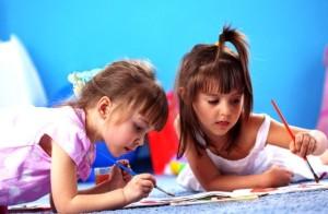 Дошкольники рисуют